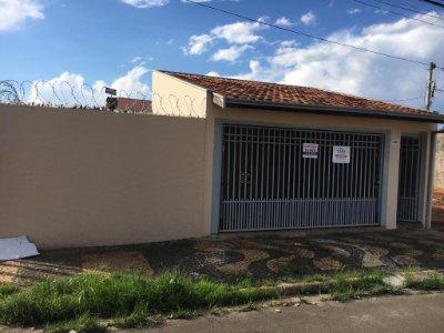Casa atrás do hospital da UNIMED