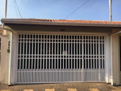 Imóvel no Jardim Cândida, próximo a Escola Vicente Ferreira