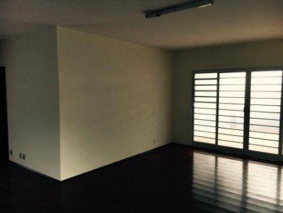 Casa no Centro com EDÍCULA!